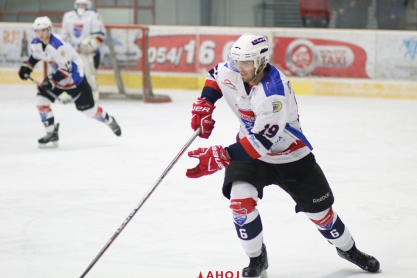 hokej-juniori-bj-ruzinov-9-jpg802BF4DB-3F74-3944-2ABE-10573C7C06E7.jpg